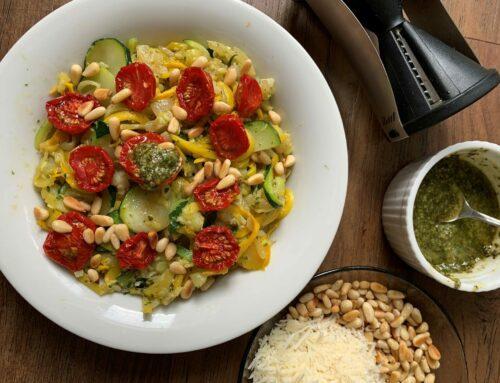 Courgette pasta met pesto